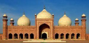 Who Build Badshahi Mosque in Lahore